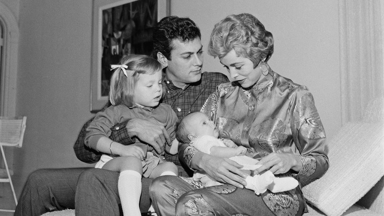 Janet Leigh med babyen Jamie Lee Curtis og Tony Curtis med Kelly