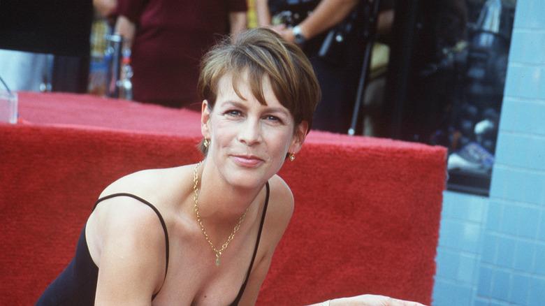 Jamie Lee Curtis med stjernen sin på Hollywood Walk of Fame i 1998
