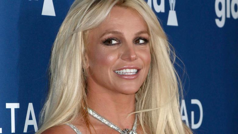 Britney Spears sølvkjole