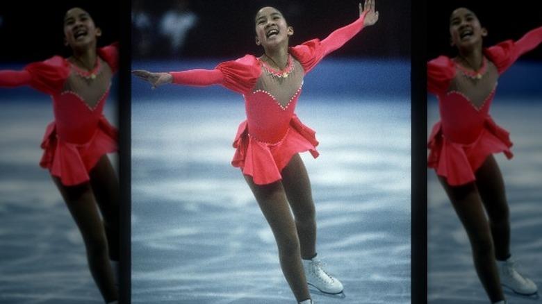 Michelle Kwan smiler mens hun skøyter
