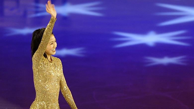 Michelle Kwan smiler og vinker