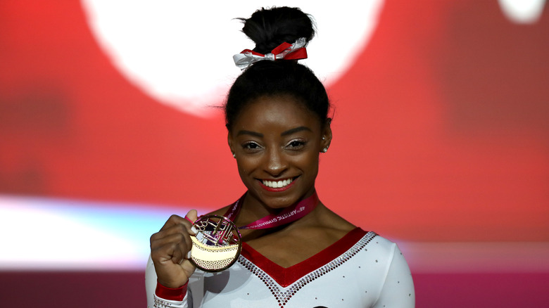 Simone Biles på VM i gymnastikk i 2018 i Qatar