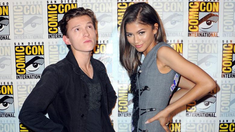 Tom Holland og Zendaya på Comic Con, poserer