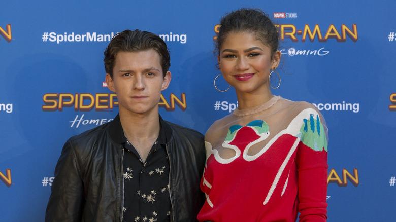 Tom Holland og Zendaya poserer sammen