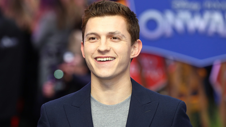 Tom Holland smilende
