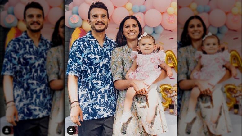 Alex Morgan holder datteren sin, ved siden av ektemannen Servando Carrasco
