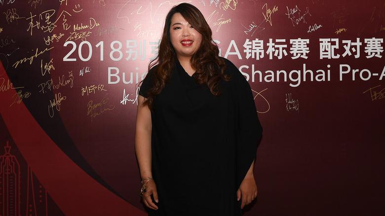 Shanshan Feng i en svart kjole