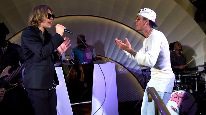 Kid LAROI og Justin Bieber opptrådte på scenen sammen i 2021