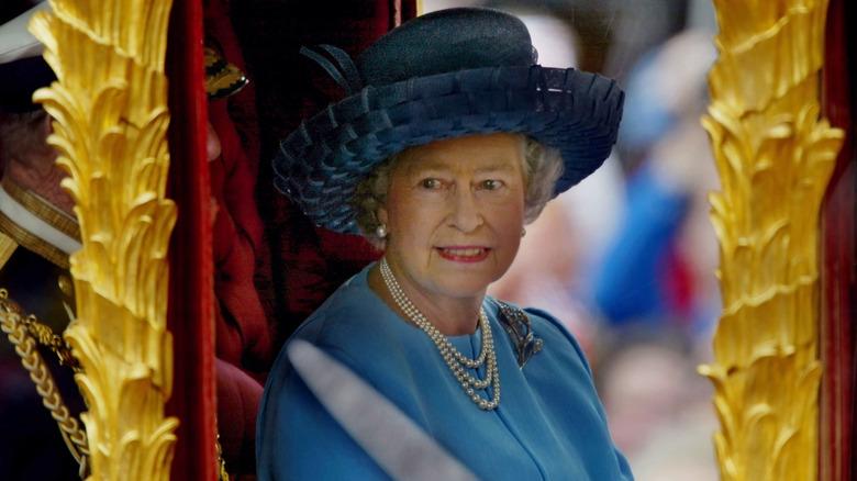 dronning Elizabeth Blue Hat Golden Jubilee 2002