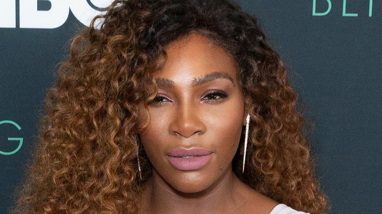 Serena Williams deltar på et arrangement