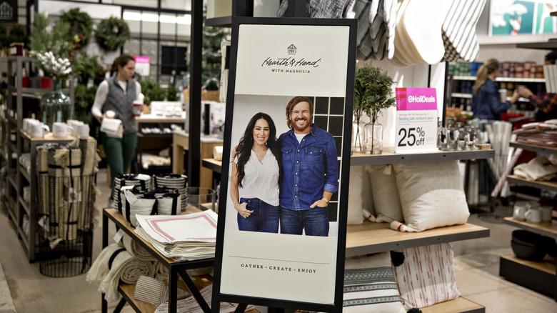 Heart & Hand display med Chip og Joanne Gaines på Target