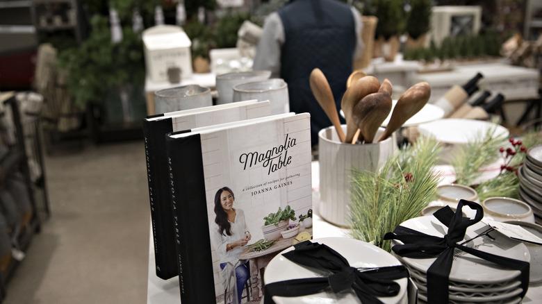 Magnolia merchandise display i Target