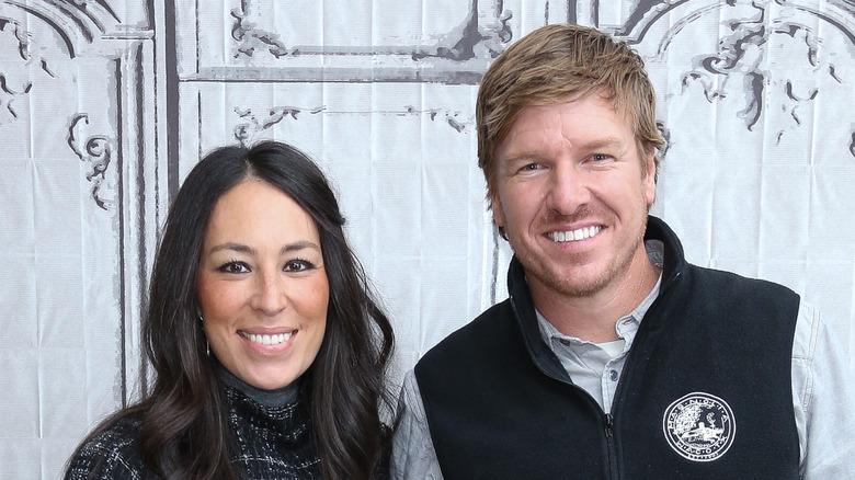 Chip og Joanna Gaines smiler