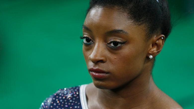 Simone Biles smiler ikke