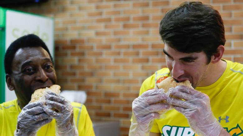 Pele og Michael Phelps spiser smørbrød