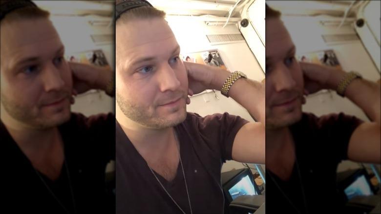 Brian Hickerson, tar en selfievideo