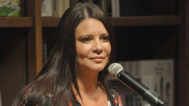 Karen Gravano ved en mikrofon