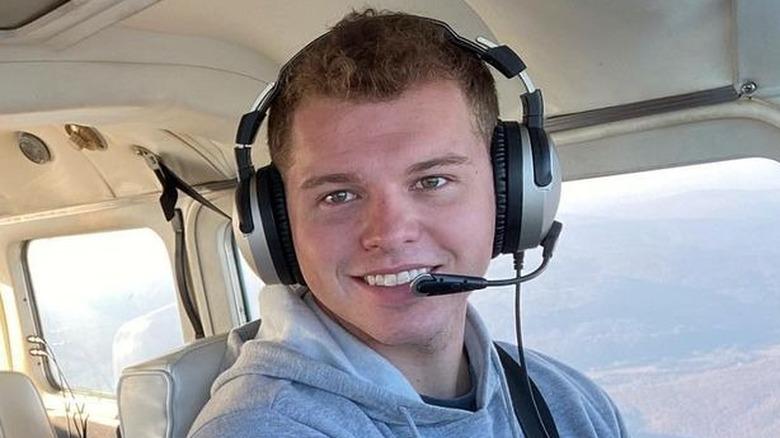 Jeremiah Duggar flyr med et fly