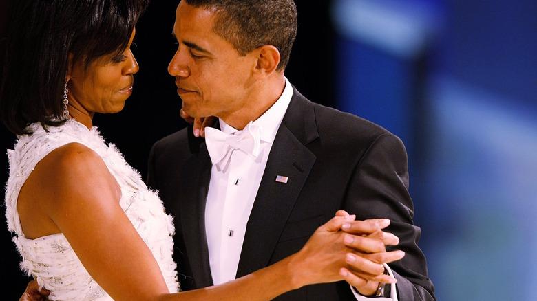 Michelle og Barack Obama danser