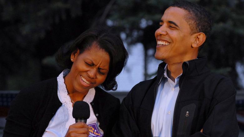 Michelle og Barack Obama ler