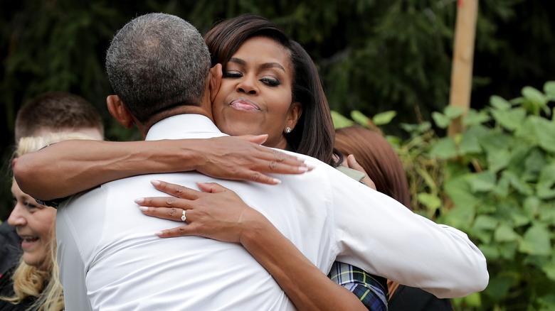 Michelle Obama klemmer mannen Barack