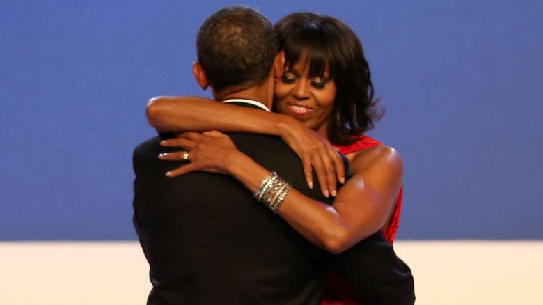 Barack og Michelle Obama danser