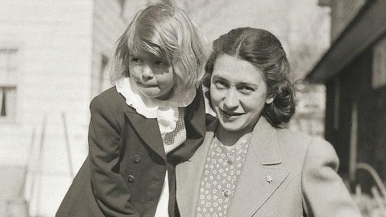 Baby Martha Stewart med moren