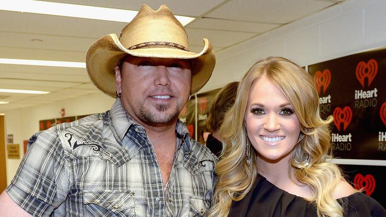 Jason Aldean og Carrie Underwood smiler