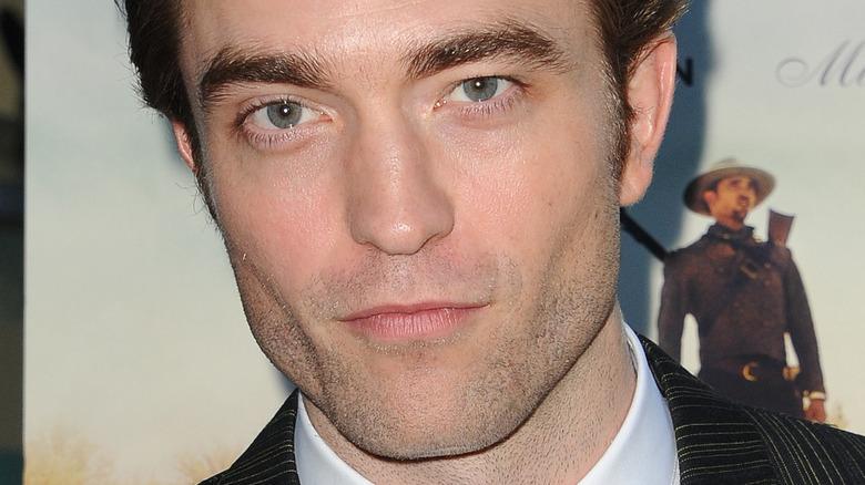 Robert Pattinson poserer