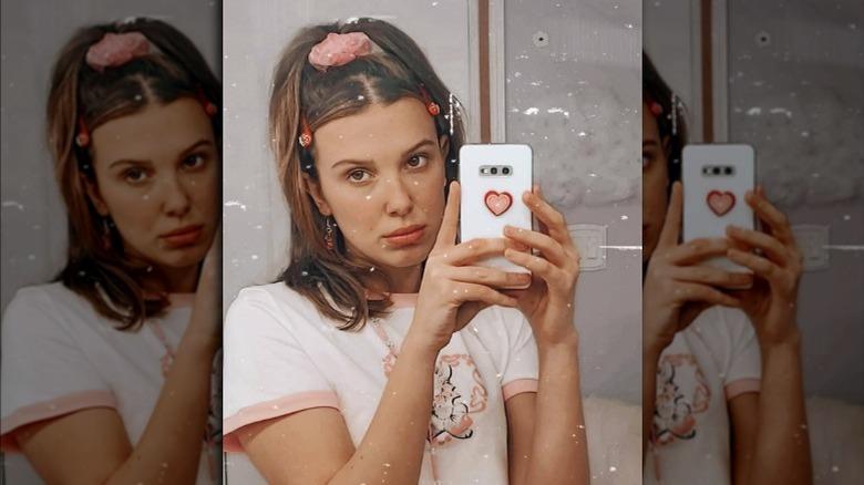 Millie Bobby Brown tar speilselfie