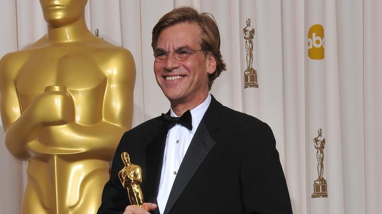 Aaron Sorkin holder Oscar-statuen