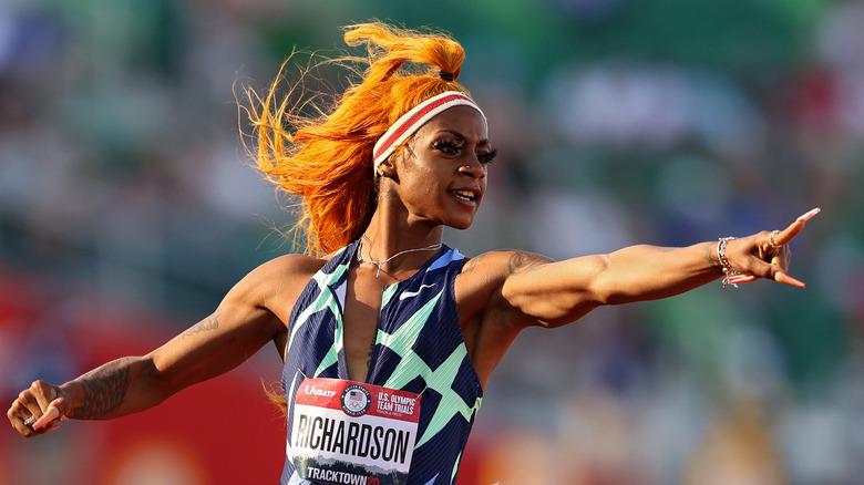 Sha'Carri Richardson feirer etter å ha vunnet spor