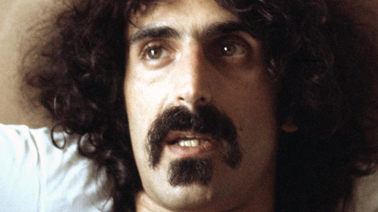Frank Zappa i sengen