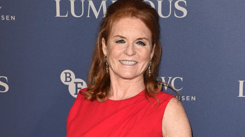 Sarah Ferguson rød kjole