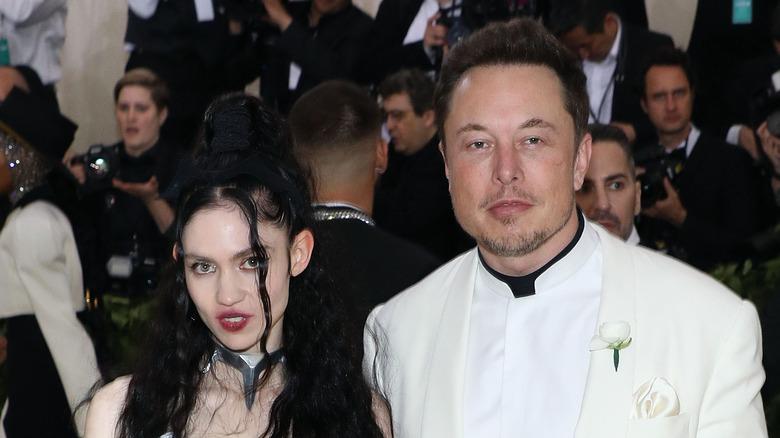 Grimes og Elon Musk på den røde løperen