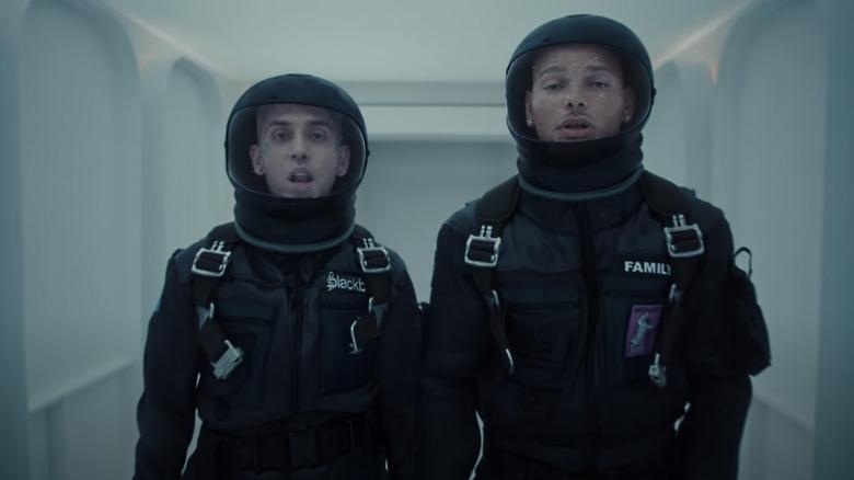blackbear og Kane i romdrakter