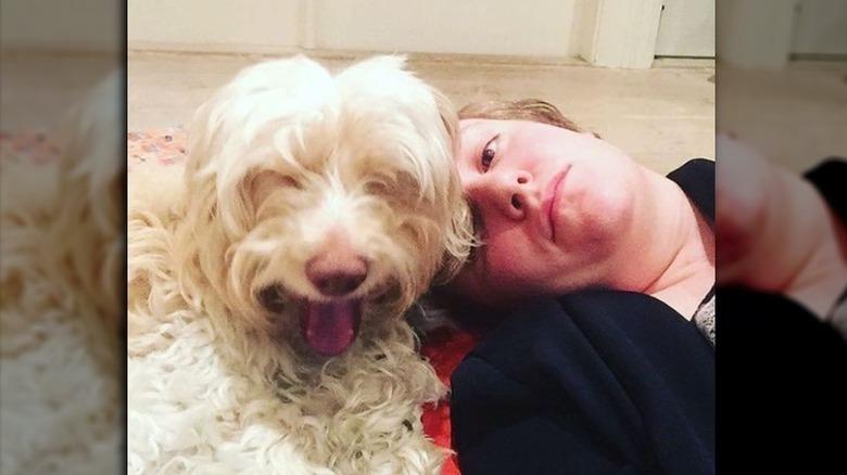 Lena Dunham med hunden Lamby