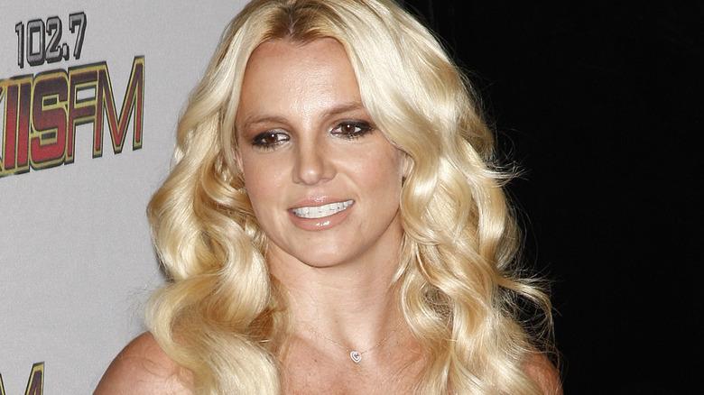 Britney Spears krøllete hår