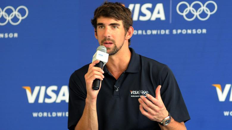 Michael Phelps ved en mikrofon