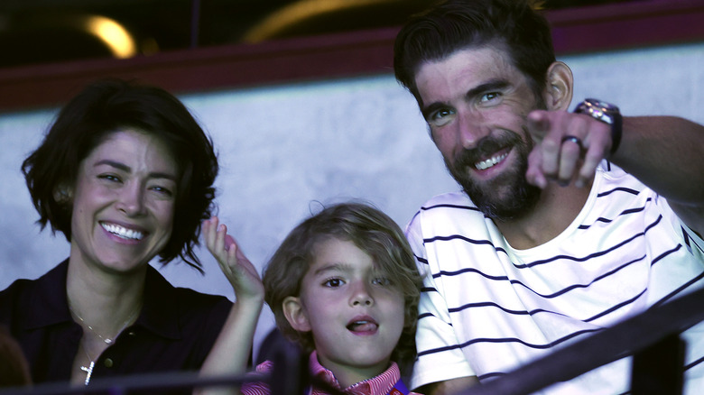 Michael, Nicole og Boomer Phelps på tribunen