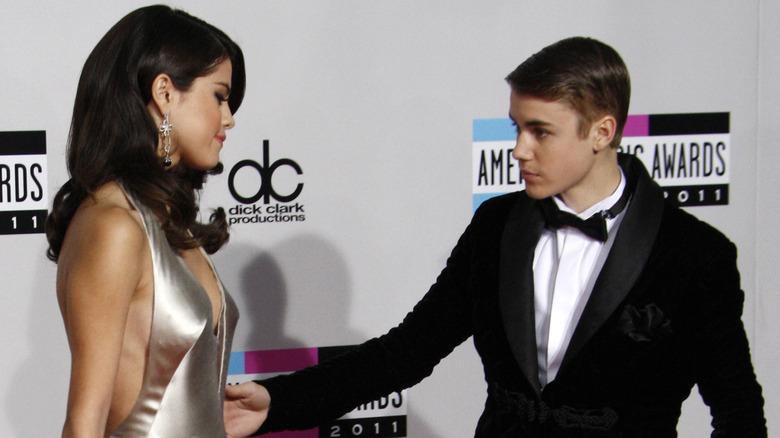 Justin Bieber strekker seg etter Selena Gomez
