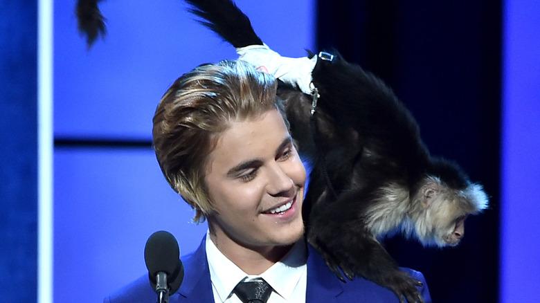 Justin Bieber og apen Mally