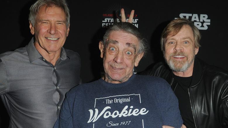 Peter Mayhew tullet med Harrison Ford og Mark Hamill