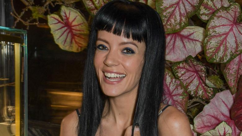 Lily Allen smiler 2021