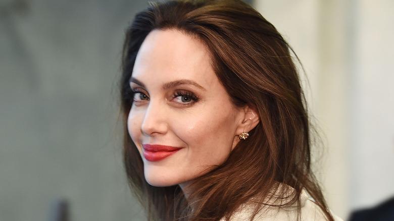 Angelina Jolie smiler
