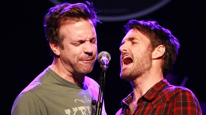 Jason Sudeikis og Will Forte synger