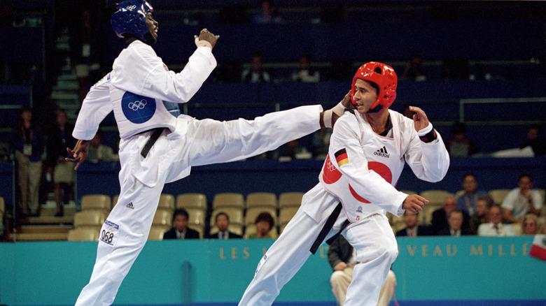 Ángel Matos sparket en motstander i 2000