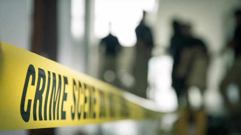 Kriminalitetssted politibånd arkivbilde