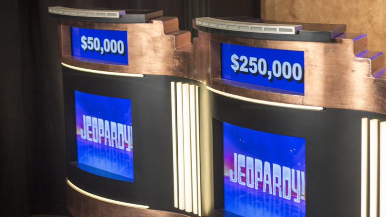 Jeopardy!  podier, skudd av settet