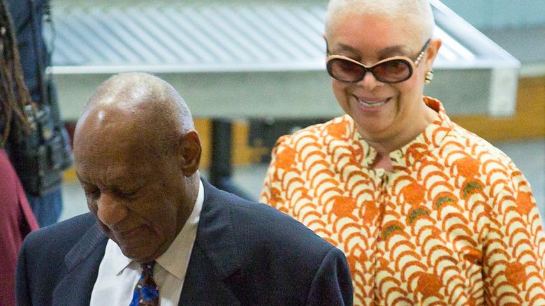 Bill Cosby og Camille går inn i retten i 2018